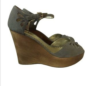 Juicy Couture Wood wedge with Suede detail Upper